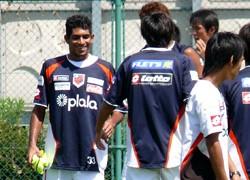 13 Aug 07 - Pedro Junior meets his new team-mates
