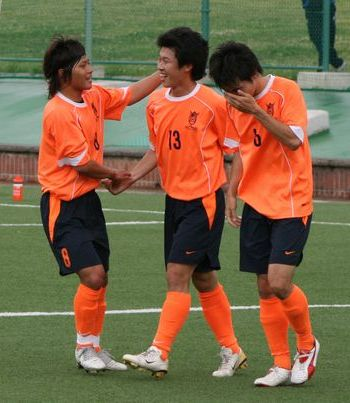 14 Dec 07 - In the middle, Kohei Tokita