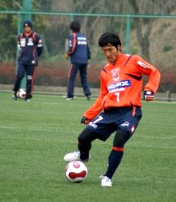 Naoya Saeki actually kicks a ball for Omiya