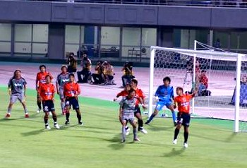 21 Aug 07 - Chikara Fujimoto defends another Kashima attack