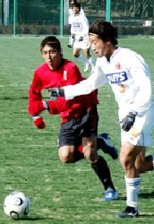 21 Mar 06 - Kazuyoshi Mikami on the attack against Urawa Reds