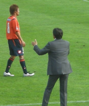 22 Oct 07 - Sakuma shouts at Ardija's star man