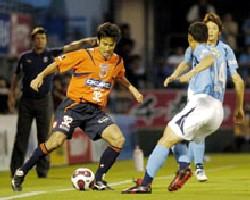22 Jun 07 - Yoshiyuki Kobayashi flies down the wing