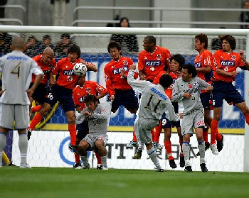 23 Apr 06 - Defending a Trinita free-kick