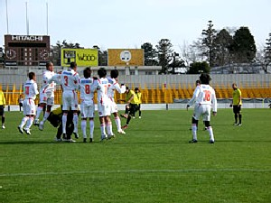 25 Feb 07 - The Squirrels defend another vicious Kashiwa free kick
