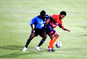 26 Aug 06 - Yoshiyuki fights it out in midfield