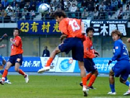 29 Nov 05 - Yasunari Hiraoka on the defensive
