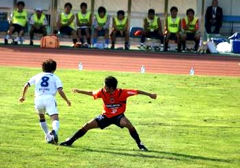 26 Sep 07 - Yoshiyuki does the splits to no avail