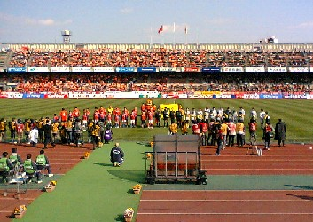 27 Mar 06 - The two teams greet the cauldron that is Komaba