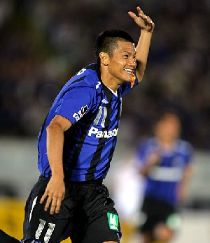28 Jun 07 - Ryuji Bando stars for Gamba against FC Tokyo