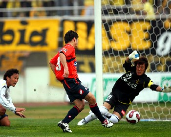 28 Mar 07 - Kota Yoshihara opens the scoring against Kashiwa Reysol