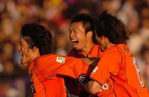 29 Dec 05 - Kataoka and friends in celebratory mood