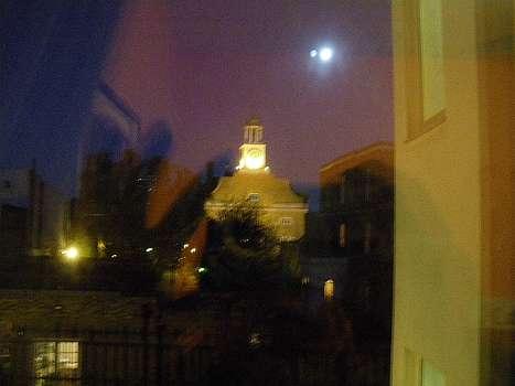 ボクソールのホテルの窓から見える教会
