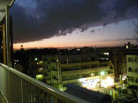 I事務所の玄関からの夕景