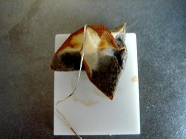 人工大理石で紅茶実験