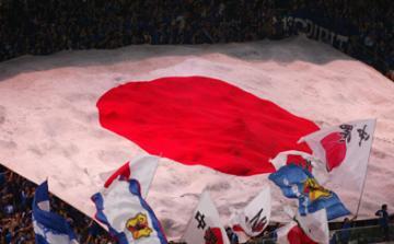 日本代表の試合に掲げられる日の丸(メッセージ入り)