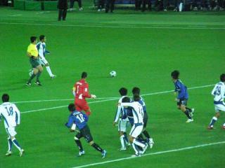 試合終盤にはパチューカGKカレロ選手(赤色の服)も攻撃参加