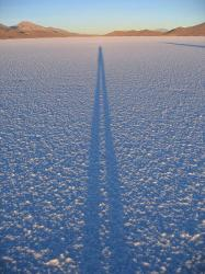 300px-Shadow_on_salar_de_uyuni.jpg