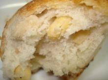 大豆のパン断面アップ