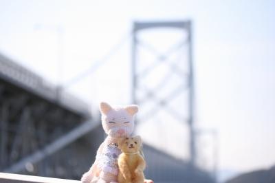 鳴門大橋を背に