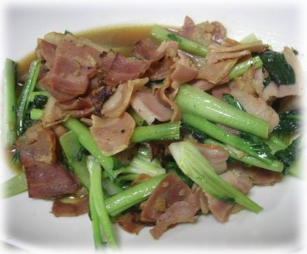 ターツァイとベーコンの炒め物。