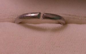 切れてる指輪