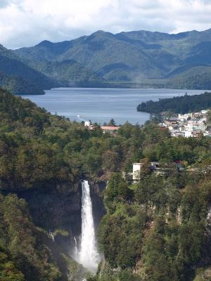 華厳の滝と中禅寺湖