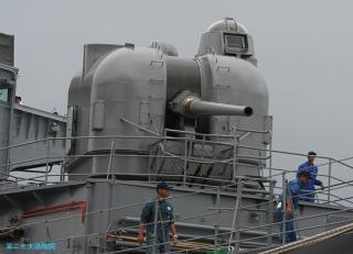 護衛艦はるな 空包発射後の主砲整備