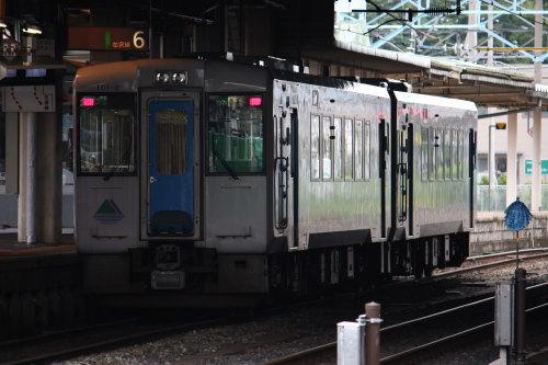 キハ100系01