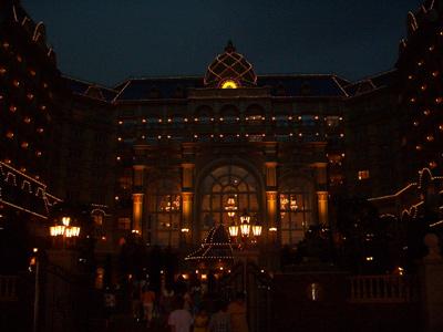 ホテルもライトアップ