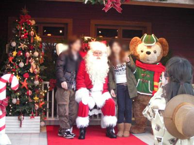 サンタとダッフィーとこんな感じで写真が取れる