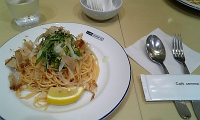 アボガドと明太子のパスタ atコムサカフェ