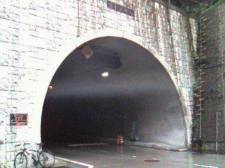 上高地釜トンネル入り口