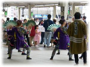 2008105スズメ踊り