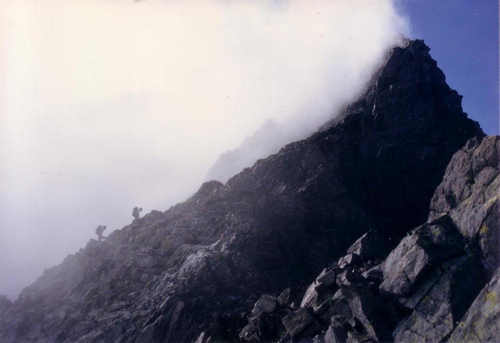 13:奥穂高岳向かう途中に突然のガス。