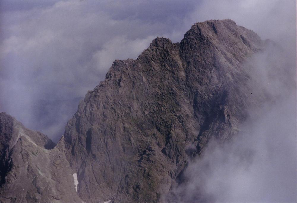 14:吊尾根から前穂高岳を振り返る。