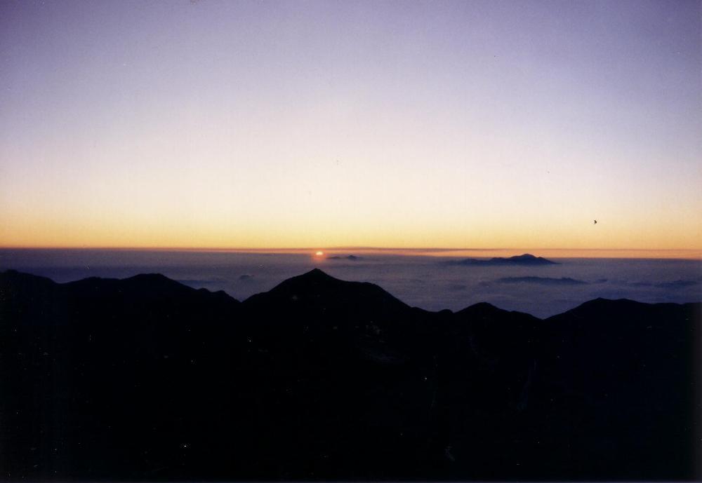 18:涸沢岳山頂からの御来光。