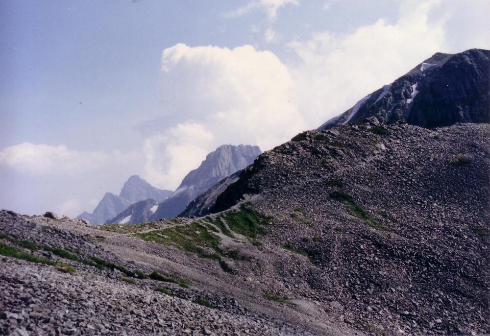 37:遠くに、北穂高岳、前穂高岳