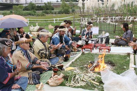 アイヌ民族の伝統的儀式「アシリチェップノミ」