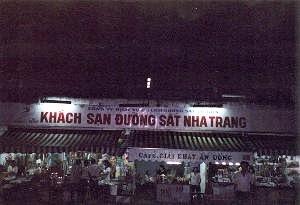 夜のニャチャン駅