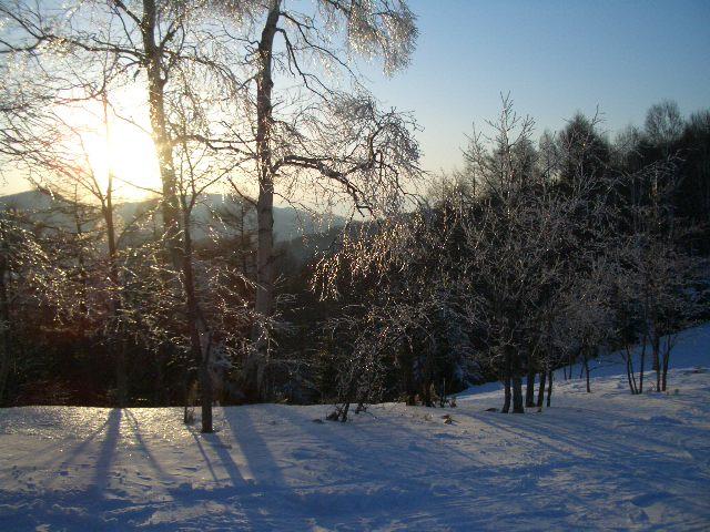 夕暮れの雪山