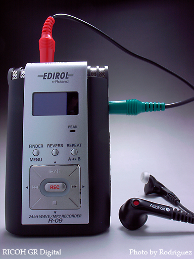 EDIROL R-09 ( with Binaural Microphone & Earphone )