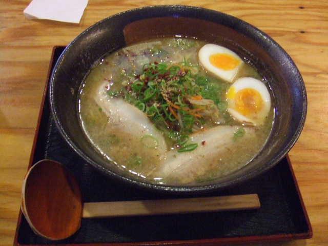 豚骨塩玉らー麺