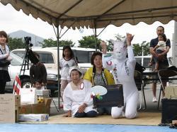 豚の仮装で新型インフルエンザ(豚インフルエンザ)を懺悔する参加者。愛知県から参加した