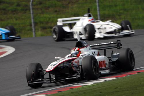 今季初優勝したアンドレ・.ロッテラーの走り