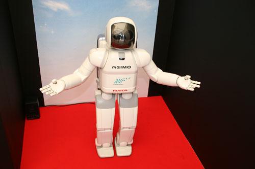 ASIMOがお出迎え