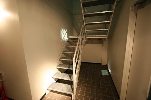 入口横にある階段