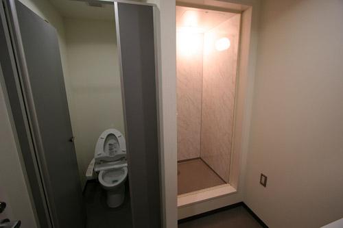 2階にはシャワー室が完備されています