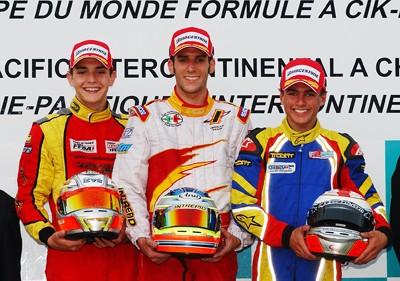 FAクラス表彰式2左から2位ジュル・ビアンキ(フランス)1位アルノー・コズリンスキー(フランス)3位リキ・クリストゥドール(イギリス)