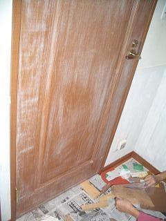 トイレドアの紙やすりかけ完成
